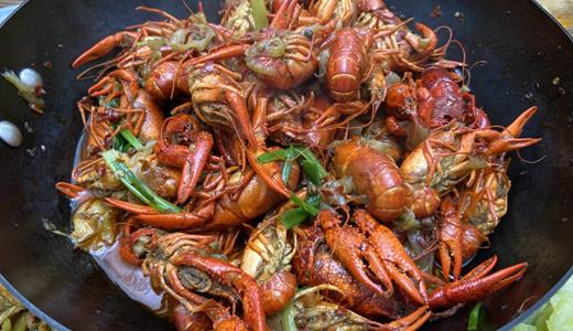 小龍蝦價格「跳水」 深加工拓展龍蝦產業鏈