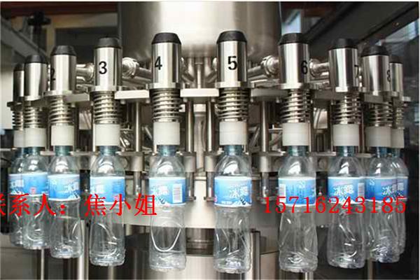 冲洗、灌装、旋盖三合一纯净水灌装机主要用于灌装矿泉水,纯净水,山泉水以及不含气苏打水等,集冲瓶,灌装以及封口为一体。 PLC控制,触摸屏操作,操作简单,维修方便,自动化程度高。 充分考虑卫生级别,所有与物料接触部分均为不锈钢304材质。 产量从2000-20000瓶每小时可供客户选择, 塑料瓶,玻璃瓶以及各种不同盖子可根据客户实际需要定制! ?