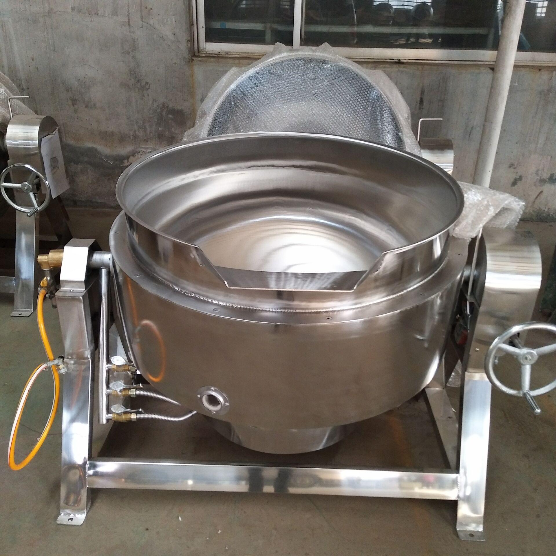 大型炖肉煮肉锅格分类 1、容积:50L、100L、200L、300L、400L、500L、600L、800L、1000L。 2、结构形式:分可倾式、立式结构,燃气夹层锅按工艺需要采用带搅拌与不带搅拌。 3、锅体材质:内锅体不锈钢(SUS304),夹套、支架碳钢(Q235—B)外涂防锈漆;内外全不锈钢。 4、带搅拌装置锅体:夹层锅价格顶部中心搅拌,减速机输出轴与搅拌桨轴采用活套连接,方便拆装与清洗。 5、搅拌转速:36r/min(可以根据客户要求来选定一定的转速);搅拌桨形式:普通搅拌(锚式)