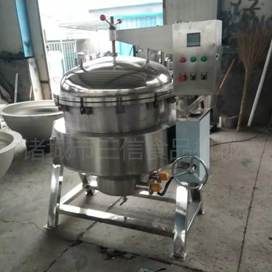 可倾式电加热卤味蒸煮锅 产品特点 蒸煮锅以一定压力的蒸汽为热源(也可选用电加热),蒸煮锅具有受热面积大、热效率高、加热均匀、液料沸腾时间短、加热温度容易控制等特点。蒸煮锅锅内层锅体(内锅)采用耐酸耐热的奥氏型不锈钢制造,配有压力表和安全阀,外型美观、安装容易、操作方便、安全可靠。
